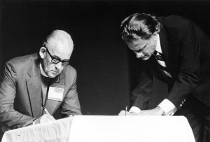 Bishop Jack Daine and Billy Graham signing the Lausanne Covenant in 1974, a document which was born during the war for our faith. The Christian Council of Norway (NKR) does not have this covenant as its basis.